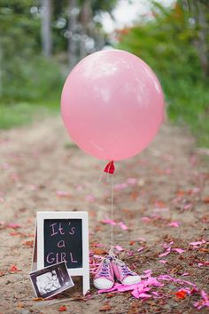 - - Schwangerschafts Fotos - Baby World Gender Reveal Announcement, Baby Announcement Pictures, Its A Girl Announcement, Maternity Photography Poses, Newborn Baby Photography, Gender Reveal Pictures, Gender Reveal Photography, Photo Bb, Baby Gender Reveal Party