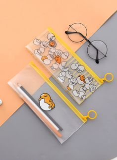 Silly little egg Gudetama is having another lazy day. Let this cute transparent pencil case bring smile on your face with its cute Japanese egg illustrations. Japanese School Supplies, Free School Supplies, Stationary School, Cute Stationary, Japanese Pencil Case, Diy Room Decor Tumblr, Cute Pencil Case, Pencil Cases, Kawaii Pens
