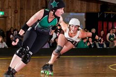 Tannibal Lector (of the Oly Rollers) on the hunt for Carmen Getsome (of Rat City). Photo by Jules Doyle (aka Axle Adams).