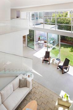 A Net-Zero Energy House in Santa Monica, California by Architect Buzz Yudell, of Moore Ruble Yudell