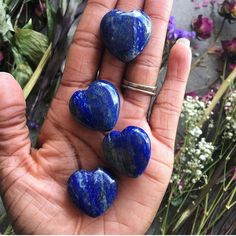 "148 Me gusta, 1 comentarios - Chakra Zulu Crystals (@chakrazulucrystals) en Instagram: ""💙Mini Lapis Lazuli Hearts💙 . Lapis Lazuli is known as the stone of queens and royalty. It was a…"""