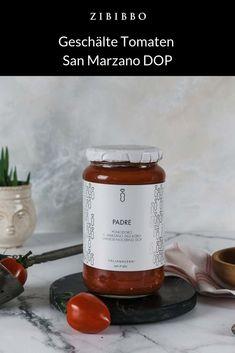 Die San Marzano Tomate gilt als Vater der Tomaten. Sie gedeiht an dem Fuße des Vesuvs rund um das Dörfchen San Marzano und ist mit der geschützten Ursprungsbezeichung DOP gekennzeichnet . Die Tomaten bestechen durch einen hocharomatischen fruchtig-süßes Geschmack. San Marzano Tomaten, Candle Jars, Fiber, Tomato Juice, Father, Candle Mason Jars
