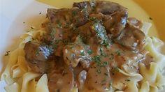 Το Μοσχαράκι με τυρί κρέμα μουστάρδα και λευκό κρασί είναι ένας διαφορετικός τρόπος για να μαγειρέψει κάποιος το μοσχαράκι με απίστευτη γεύση.