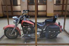 La Harley Davidson del Narcotraficante Pablo Escobar Gaviria obsequiada por uno de sus testaferros en el Museo de la policía en Bogota Colombia