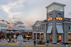 1-Day Tour to Wrentham Village Premium Outlets from Boston