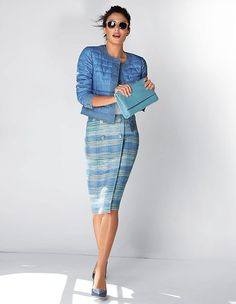Indispensable fashion piece in the most gorgeous of shades. Elegant bouclé in sophisticated wrap-around look that attains a smart mix of retro and modern due to its design and detailing.