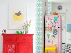 Nicely decorated pink Smeg from Zilverblauw Kawaii Room, Interior Decorating, Interior Design, Retro, Home Organization, House Colors, Bunt, Home Kitchens, Painted Furniture