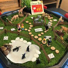 Dear zoo tuff tray play set up for story retell Dear Zoo Activities, Eyfs Activities, Nursery Activities, Preschool Activities, Preschool Classroom Setup, Classroom Displays, Tuff Tray Ideas Toddlers, Mini Mundo, Tuff Spot