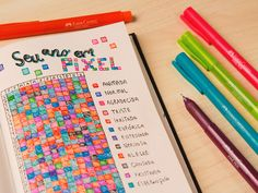 Se você ainda não tem seu creative journal, vai ficar inspirada com essa ideia. Cada cor corresponde a um estado de espírito. No fim do ano, você consegue visualizar como andam suas emoções. Legal, né? As canetas Fine Pen Colors são perfeitas para preencher essa tabela. São 12 cores descoladas, ponta fina 0.4mm, e corpo grosso, muito mais confortável para escrever e desenhar! #finepencolors