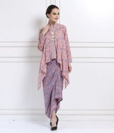 New Dress Hijab Formal Modest Clothing Ideas Kaftan Batik, Batik Kebaya, Blouse Batik, Batik Dress, Kebaya Hijab, Kebaya Dress, Kebaya Muslim, Batik Fashion, Hijab Fashion