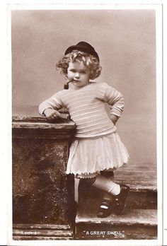 [CasaGiardino] ♛ A Great Swell Vintage Children Photos, Vintage Photos Women, Vintage Girls, Vintage Pictures, Vintage Photographs, Old Pictures, Vintage Images, Old Photos, Photo Postcards