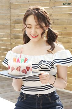 Gugudan Singapore (@gugudan_sg) | Twitter Kpop Girl Groups, Kpop Girls, Cute Girls, Cool Girl, Kim Chungha, Jellyfish Entertainment, Kawaii, King Kong, Korean Actresses