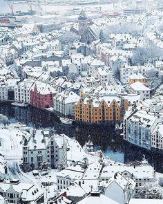 un jour une ville 品 winter in alesund norway (voyage travel scandinavie) Alesund, Camping Car France, Places To Travel, Places To See, Travel Route, Usa Travel, Wonderful Places, Beautiful Places, Magic Places