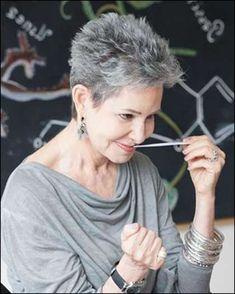 Pixie kurze Haarschnitte für ältere Frauen über 50 & 2018-2019 ... #Frisuren #HairStyles Welches z. Hd. eine erstaunliche Sache zu nachher sich ziehen, kurze Haare, nicht wahr meine Damen? Umgang mit langen Haaren und Gestalt verlieh Ihnen...