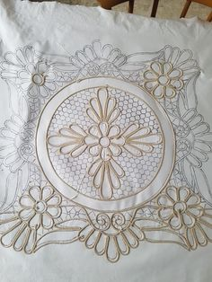 Floral Embroidery Patterns, Tatting Patterns, Doily Patterns, Embroidery Stitches, Machine Quilting Patterns, Quilting Designs, Crochet Flower Tutorial, Crochet Flowers, Romanian Lace