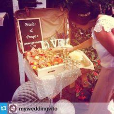 Me encanta el rinconcito que creó @myweddingvito con nuestros burbujeros y conos para pétalos en esta boda! Love!! #ubo #unabodaoriginal #uboshop #boda #bodas #detallesboda #burbujeros #weddingplanner #bodasvitoria