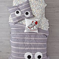 Shop Googly Eye Quilt. All eyes will be on our Googly Eye Quilt. That's because it's made from 100% cotton, it features classic googly eyes.