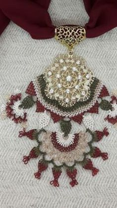Point Lace, Scarf Jewelry, Needle Lace, Needlepoint, Knots, Needlework, Diy And Crafts, Crochet Necklace, Jewels