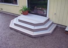 Beautiful and Affordable DIY Backyard Makeover - - Looking for budget-friendly outdoor living ideas for your yard? Check out this DIY backyard makeover. It was done on a dime, and the result is fantastic. Patio Steps, Front Porch Steps, Outdoor Steps, Back Patio, Small Patio, Pergola Patio, Diy Patio, Backyard Patio, Backyard Landscaping