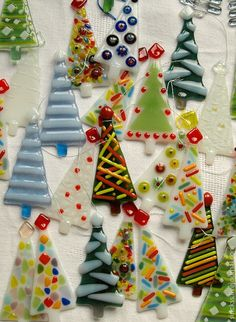 Fused glass trees. Absolutely gonna do these...
