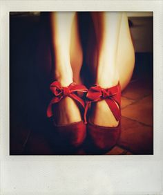 velveteen ~ so cute! Red Shoes, Cute Shoes, Me Too Shoes, Velvet Shoes, Red Velvet, Velvet Ribbon, Cute Fashion, Fashion Shoes, Red Fashion