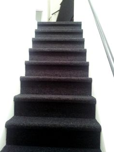 trap met naaldvilt tapijt