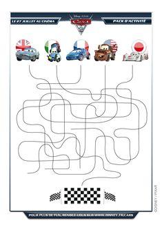 Image des Cinq voitures de Disney Cars 2, bien colorées et prêtent pour la course