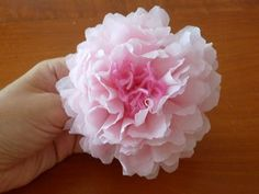 incartesimi Fiore con tovaglioli di carta Giant Flowers, Felt Flowers, Paper Flowers, Baby Crafts, Diy And Crafts, Paper Crafts, Diy Holiday Gifts, Diy Gifts, Homemade Art
