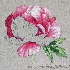 Peony needle painting #embroidery #broderie #ricamo #bordado #needlepainting #peinturealaiguille #pivoine #peony #fleur #flowers #botanic Brush Embroidery, Hand Embroidery Flowers, Flower Embroidery Designs, Ribbon Embroidery, Floral Embroidery, Cross Stitch Embroidery, Embroidery Patterns, Stitch Patterns, Thread Painting
