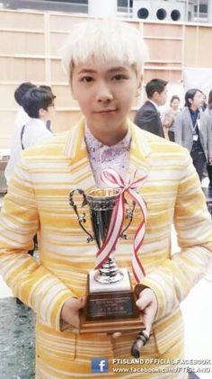 F.T. Island's Hongki wins the 'Best Men's Nails' award at Japan's 'Nail Queen 2013'   allkpop