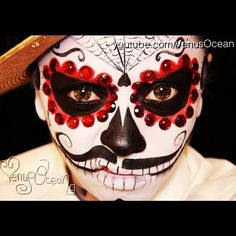 Men's dia de Los muertos (Day of the dead) face painting tutorial - maybe do a spider instead of a hear at the bottom of the web Skull Face Paint, Sugar Skull Face, Sugar Skull Makeup, Sugar Skulls, Candy Skulls, Halloween Men, Halloween Looks, Halloween Costumes, Halloween Ideas