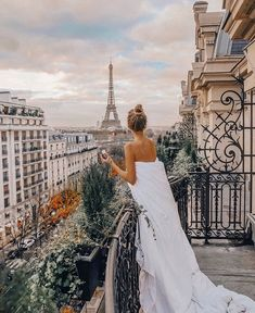 Leonie Hanne at Plaza Athenee, Paris Paris Photography, Photography Poses, Travel Photography, Travel Pictures, Travel Photos, Ohh Couture, Merci Paris, Foto Madrid, Romantic Paris