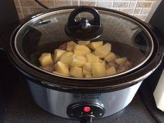http://super-mamme.it/2015/09/14/salsiccia-e-patate-cucinate-con-la-slow-cooker/ Salsiccia e patate cucinate con la slow cooker La slow cooker mi ha conquistata questa è stata una delle prime ricette che ho preparato ed è piaciuta a tutta la famiglia. IngredientiSalsiccia e pa...