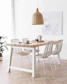 33 Awesome Rattan Chair For Dining Room Design And Decor Ideas - Using rattan dining chairs can help create a casual, exotic, or elegant atmosphere in your dining room. With the numerous chair designs available, it . Rattan Dining Chairs, Living Room Chairs, Lounge Chairs, Dining Tables, Minimalist Dining Room, Minimalist Home, Room Interior, Interior Design, Dining Room Inspiration
