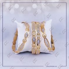 CB19033 Gold Ring Designs, Gold Bangles Design, Jewelry Design, Hand Jewelry, Gold Jewellery, Bangle Set, Bangle Bracelets, Most Expensive Jewelry, Fancy Kurti