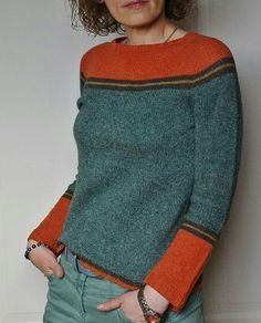 Knitting Patterns Pullover Socks left: red wool, main part gray patterned, stripes dark blue (see red wool) Diy Pullover, Grey Pattern, Pulls, Hand Knitting, Knitting Machine, Knitting Patterns, Crochet Patterns, Lace Patterns, Knit Crochet