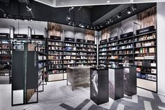 Beauty shop interior design of the cosmetics display showcase made by metal rack with wooden cabinets Design Shop, Shop Front Design, Shop Interior Design, Retail Design, Store Design, Pharmacy Design, Display Design, Interior Paint, Cosmetic Display