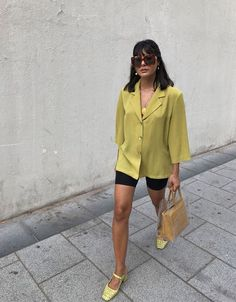 That blouse looks like one granny would wear. I love the outfit though. Totally a Granny Eigl blouse. Cool shoes though Street Style Outfits, Looks Street Style, Looks Style, Black Women Fashion, Look Fashion, Fashion Outfits, Womens Fashion, Fashion Trends, Fashionable Outfits