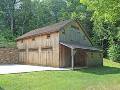 New England Barn - Custom Barns Rustic House Plans, Log Home Plans, Barn House Plans, Garage Shed, Garage Workshop, Barn Layout, Bank Barn, Metal Barn Homes, Small Log Cabin