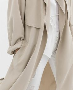 relaxed trench coat, white top & ripped white jeans #style #fashion