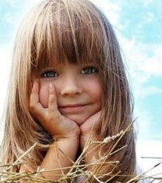 Little Girl Haircuts With Bangs. Her hair looks how I want Maddy's to be. Girls Haircuts With Layers, Girls Haircuts Medium, Haircuts With Bangs, Layered Haircuts, Bob Haircuts, Haircut Bangs, Bangs Hairstyle, Braid Bangs, Haircut Styles