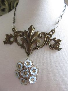 Vintage Jewelry Crafts, Recycled Jewelry, Old Jewelry, Jewelry Art, Antique Jewelry, Jewelry Design, Jewelry Making, Jewelry Findings, Vintage Jewellery