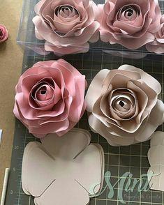 Y llegamos al fin de semana enamorándonos cada vez más de nuestro trabajo.viéndonos crecer poco a poco pero haciendo lo que nos encanta 😍… Paper Flowers Craft, Crepe Paper Flowers, Paper Flower Backdrop, Flower Crafts, Diy Flowers, Fabric Flowers, Diy Paper, Paper Crafts, Diy Crafts
