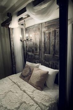 old door headboard.i need to find an old door! Dream Bedroom, Home Bedroom, Bedroom Decor, Bedroom Rustic, Bedroom Romantic, Bedroom Ideas, Bedroom Simple, Bed Ideas, Calm Bedroom