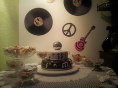 Tem bolo na mesa...