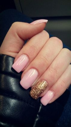 Nails acrylic pink gold glitter ring finger square cindy manicure mine #hollar #getyernailsdid