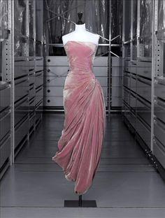 Robe du soir, Grès © Eric Emo / Galliera / Roger-Viollet ca.1956-7