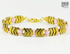 Thalia - Bijoux Components - Svět korálků Jewelry Patterns, Jewelry Ideas, Thalia, Arrow, Free Pattern, Jewelry Making, Beaded Bracelets, Beads, Beading
