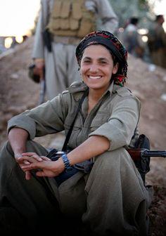 Una antropóloga en la luna: blog de antropología.: Mujeres sirias y kurdas: contra el ISIS y el despotismo.