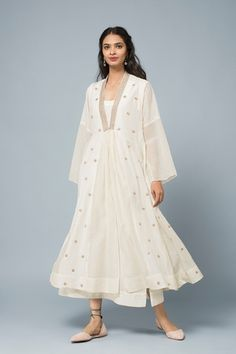 Good Earth brings you luxury design crafted by hand, inspired by nature and enchanted by history, celebrating India's rich history and culture through original, handcrafted products. Indian Designer Outfits, Designer Dresses, Indian Dresses, Indian Outfits, Kurta Cotton, Cotton Silk, Simple Kurta Designs, Casual Dresses, Fashion Dresses